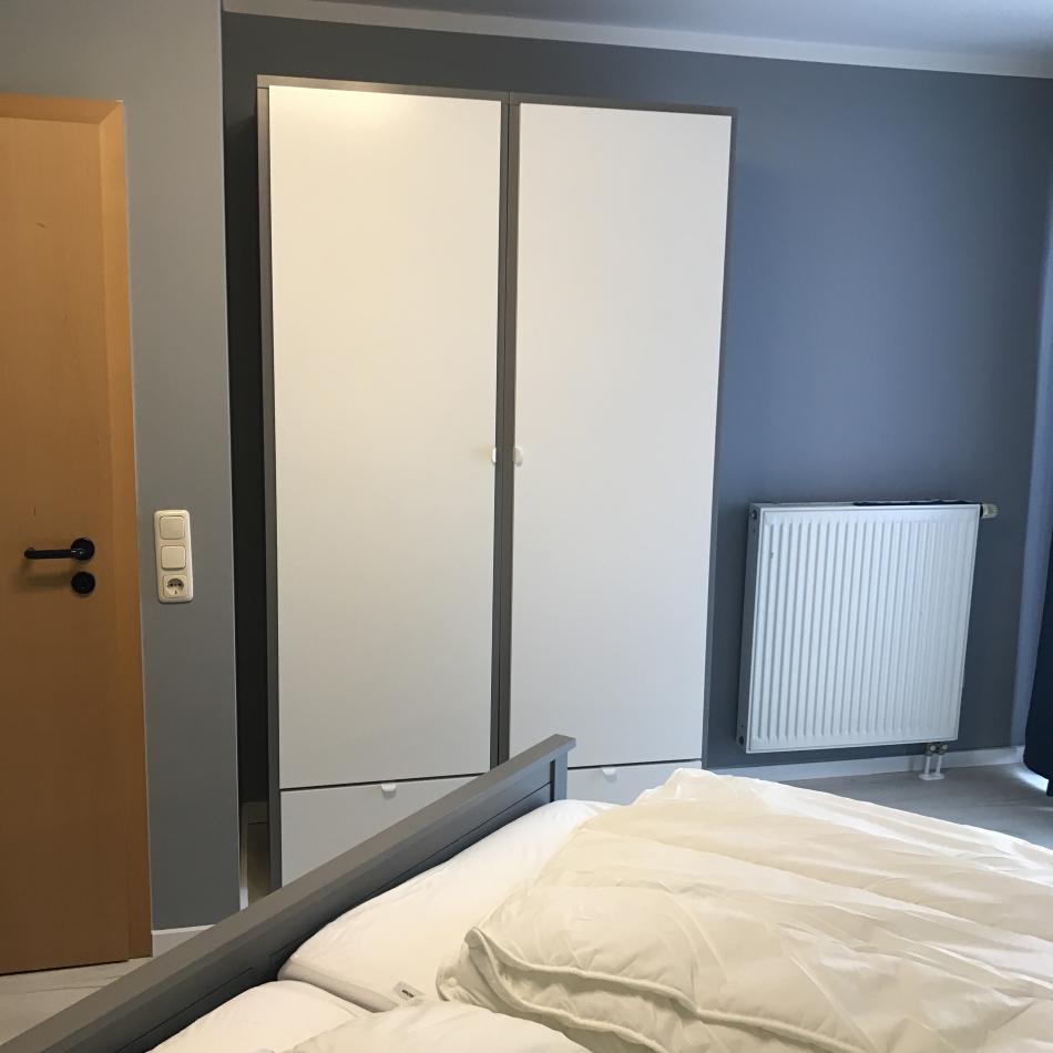 Hafenmeisterei Schlafzimmer 1 - 2 Kompaktkleiderschränke
