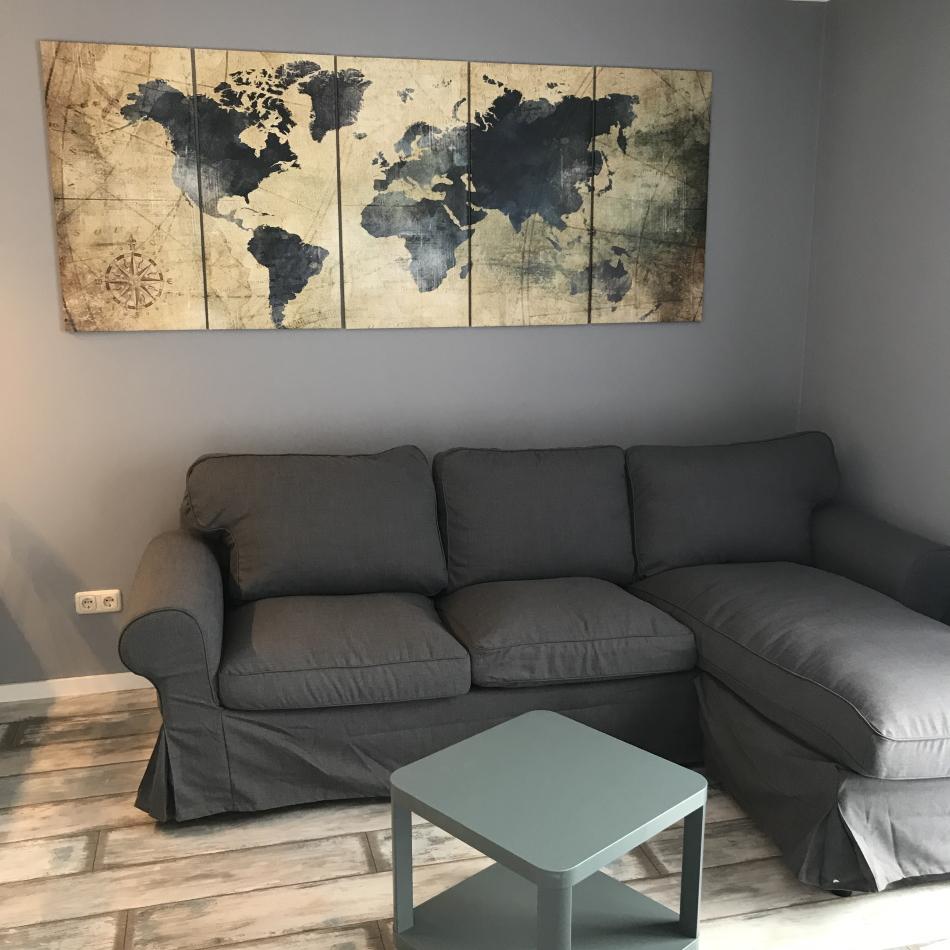 Hafenmeisterei Wohnzimmer mit Weltkarte