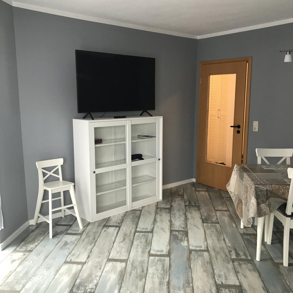 Hafenmeisterei Wohnzimmer mit 4K TV 50 Zoll