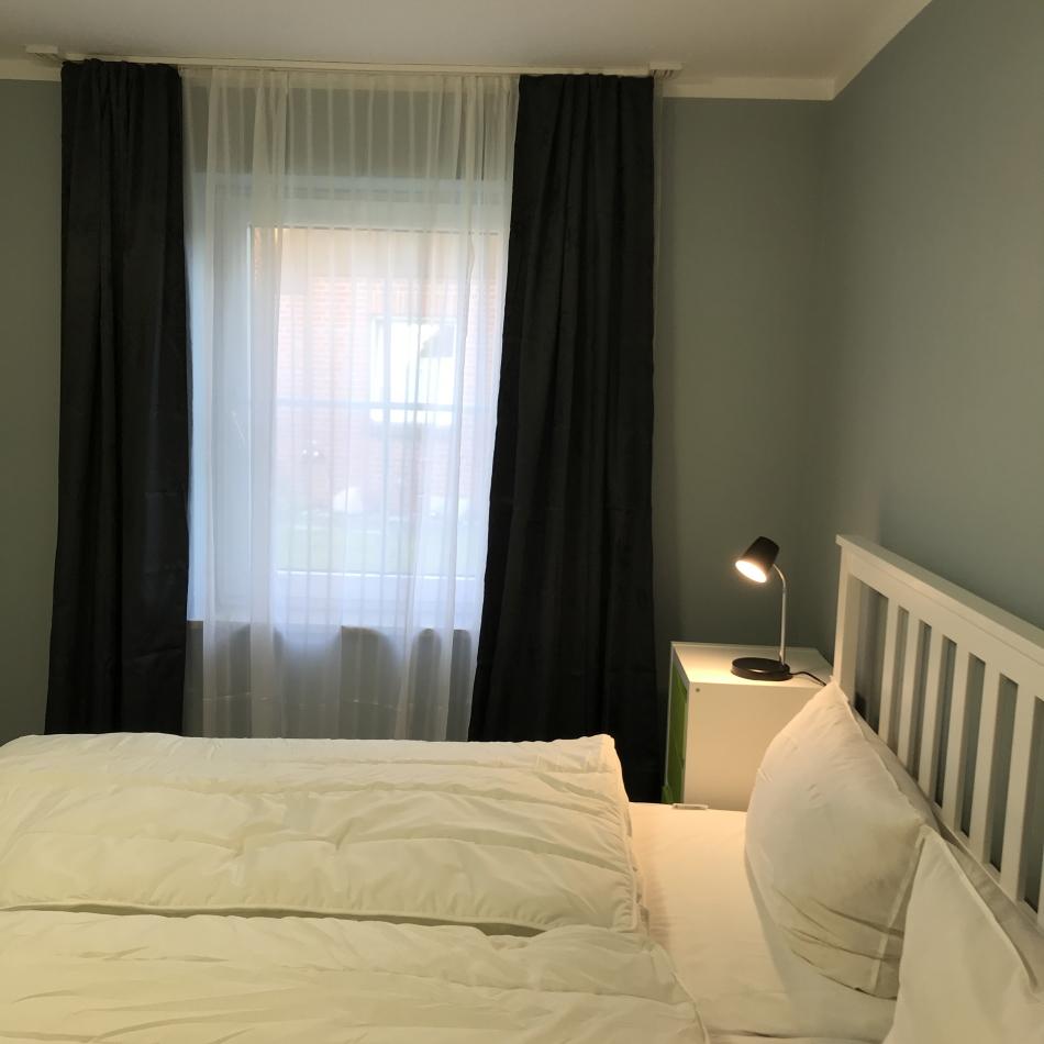 Schlafzimmer 1 Richtung Fenster