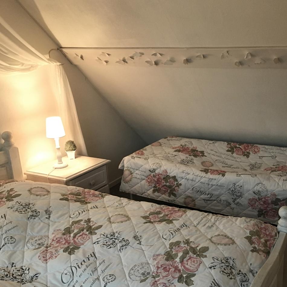 Schlafzimmer OG / mit Kinderbett