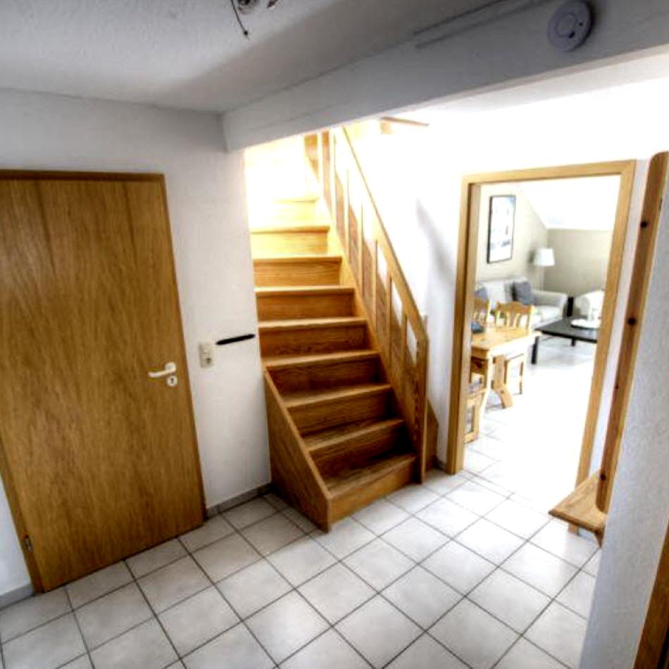 Flur und Treppe zur Galerie
